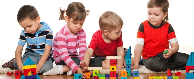 إختيار الألعاب المُناسبة للأطفال الصّغار: كيف؟