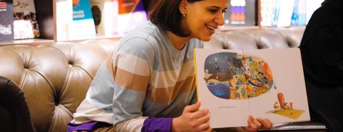 الكتابة للطفل هي كتابة التشافي: مقابلة مع بثينة العيسى حول كتابتها للأطفال